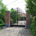 Metselen palen voor poort oprijlaan